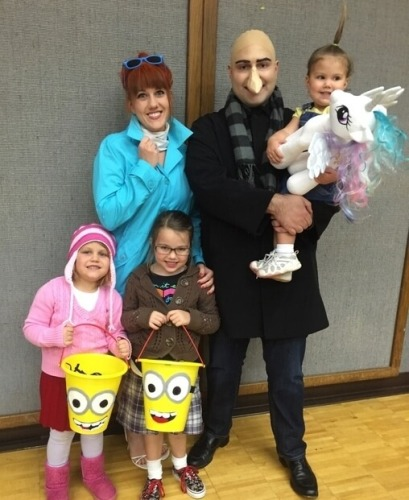 Despicable Me Family Costume Idea
