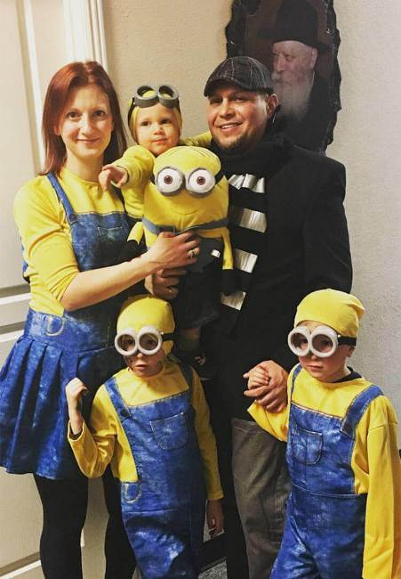 Minion Family Costume Guide