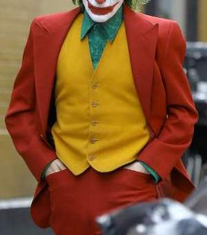 Joker Joaquin Phoenix red coat
