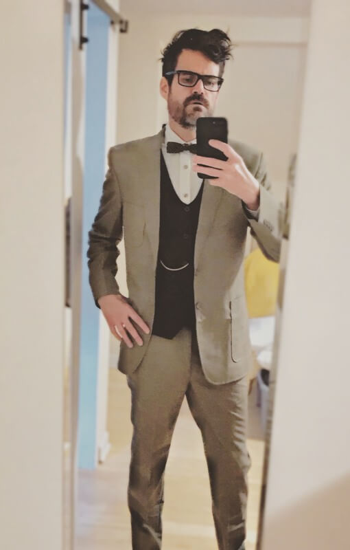 the-great-gatsby-tobey-maguire-suit-customer-selfie.jpg